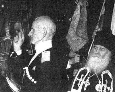 Кубанский атаман генерал Науменко принимает присягу 24 октября 1954 года в Нью-Йорке. Снимок из газеты предоставил участник этой церемонии Бутков П.Н.